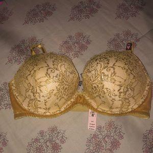 2 Victoria's Secret Push Up Bras